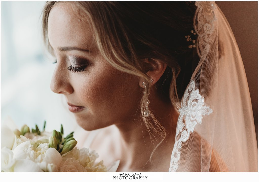A romantic and clasisc Reed at Shelter Haven wedding in the spring