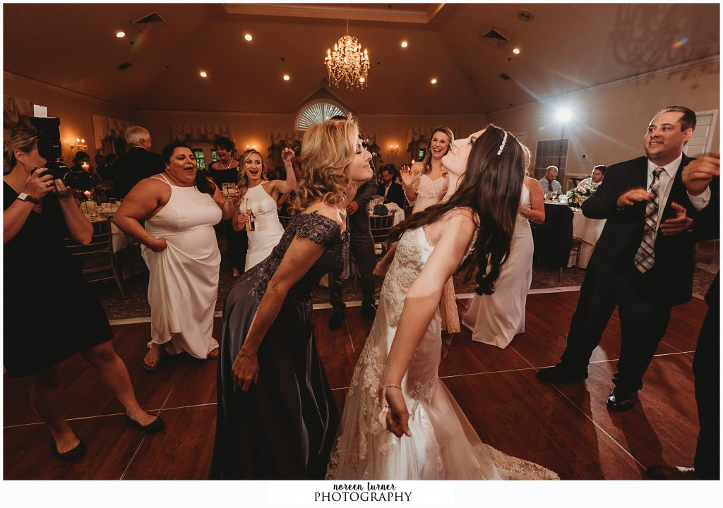 Romantic spring wedding at Laurel Creek Country Club by New Jersey photographer Noreen Turner photography